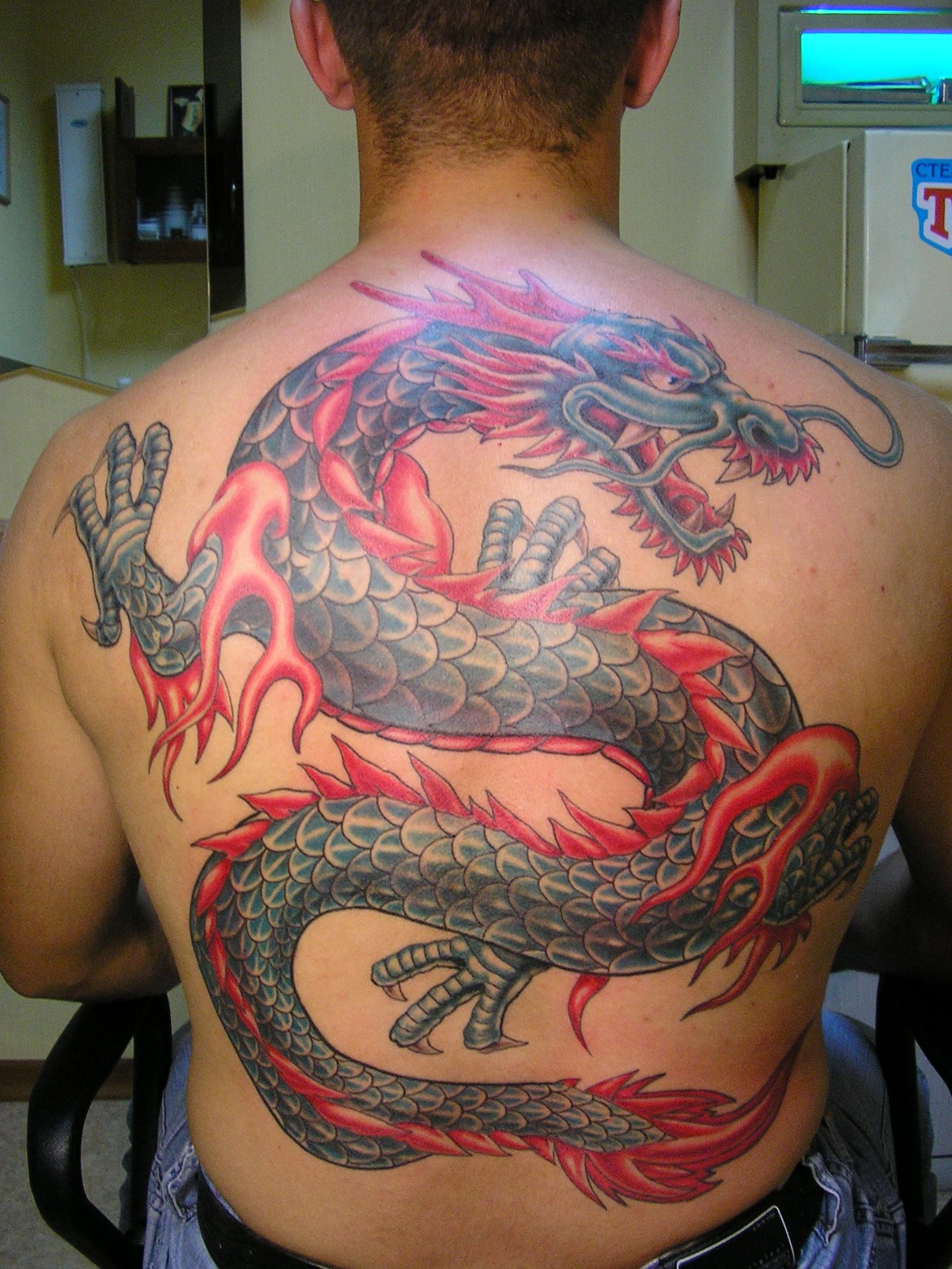 Дракон на спине фото татуировок