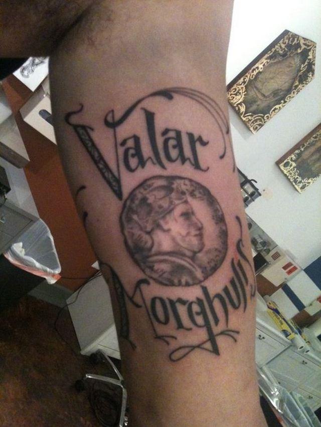 татуировка Valar Morghulis фото