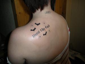 татуировка until the very end на спине фото