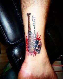 фото Татуировка Люсиль Нигана из Ходячих мертвецов