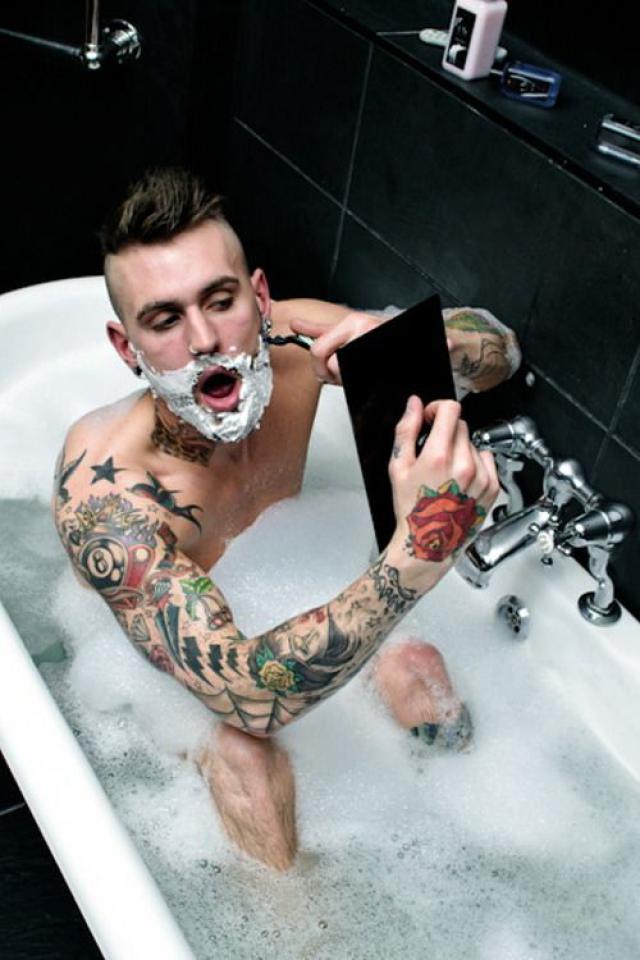 когда можно брить татуировку
