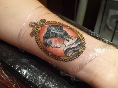 сколько носить компресс на татуировке тату