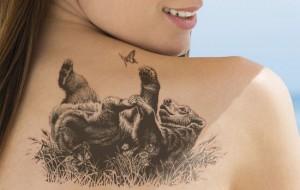 женская татуировка медведь на спине