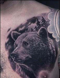 красивая татуировка медведь на грудь мужская