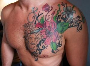 татуировка мужская цветы на груди