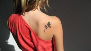 татуировка на спине цветы