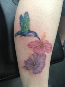 ненжная татуировка с птицей