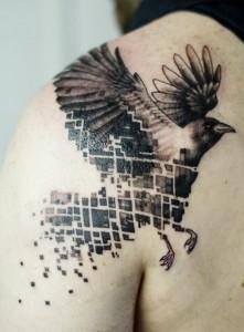 стильная тату ворон