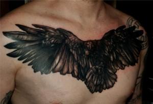 татуировка ворон на груди муж