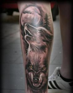Тату волк на ноге